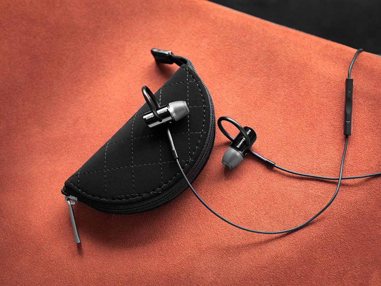 bowers & wilkins cuffie in ear